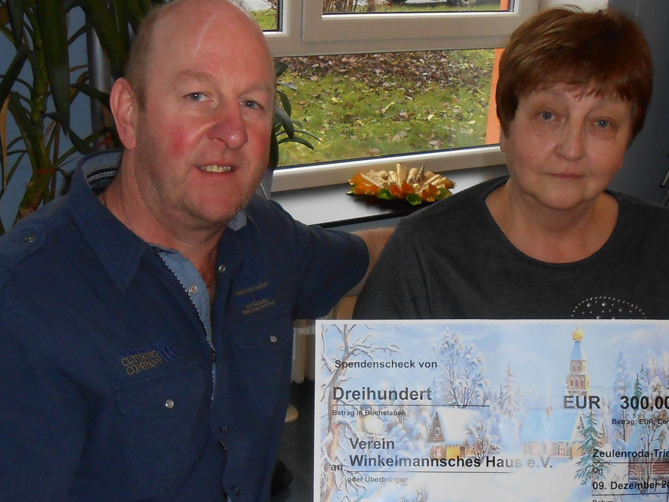 Verein Winkelmannsches Haus in Triebes erhält Spende (12/2015)
